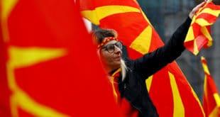 Македонија на прагу нових сукоба: Народ опкољава Собрање 11