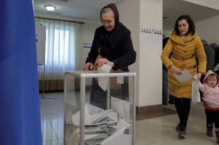 Руси данас бирају председника - гласали и кандидати, излазност 34,72 одсто
