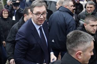 Предраг Поповић: Вучићева глава на пању