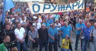 """Настављен генерални штрајк у """"Заставиној"""" фабрици у Крагујевцу 7"""