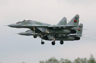 """Белорусија поклонила Србији четири авиона """"МиГ-29"""""""