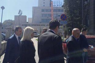 """Нишлије дочекале министарку Зорану са """"лопови, лопови""""! (видео)"""