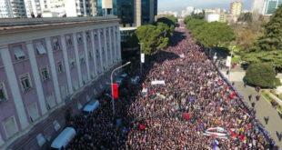 Албанија: Опозиција блокирала главне путеве, оптужује Владу да је повезана са организованим криминалом и да је одговорна за раст сиромаштва 12