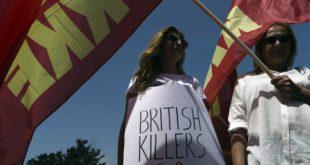 """Демонстранти на Кипру: """"Британске убице идите кући"""" 11"""