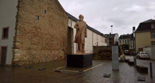 ЕУ комисија свечано отвара 5.5 метара висок споменик сатанисти Карлу Марксу 12