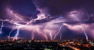 ПРОРАДИО ТЕСЛА! Запад Европе у последња 24 сата погодило 50.000 муња, ево где је било најгоре