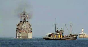 Руски теретни бродови се у Тартусу истоварују испод димне завесе