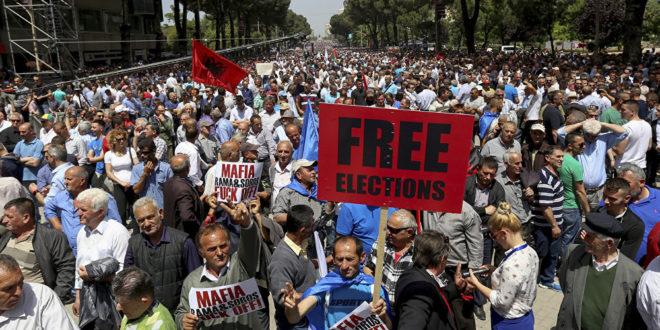 РАМА ПОБЕДИО САМОГ СЕБЕ: Ниска излазност и бојкот обележили изборе у Албанији 1