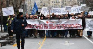 Протести пензионера пред Уставним судом 12