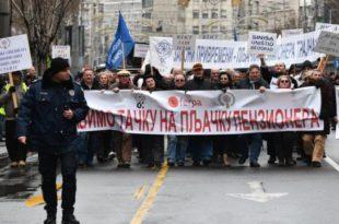 Протести пензионера пред Уставним судом 9