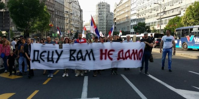 Овога нема у окупационим медијима! Родитељски протест-литија у Београду (видео, фото) 1