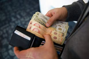 Плате код приватника каскају за државним, јаз ће се само продубити