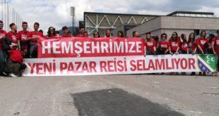 """Сарајево: Новопазарци дочекали Ердогана са транспарентом """"Нови Пазар поздравља вођу"""""""