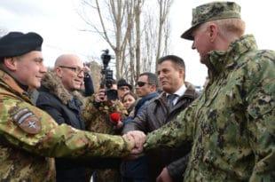 Командант Кфора: НАТО не планира смањење броја војника на Косову
