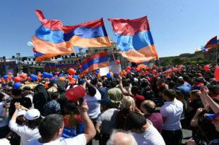 Јерменија парализована: Опозиција блокира, путеве, мостове и институције (видео)