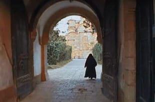 """Документарни филм """"Уска врата"""" - манастир Грачаница у зло време (видео)"""