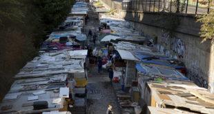 Француска расељава 2.300 миграната нагомиланих око париског канала