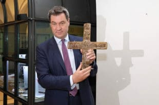 Све државне канцеларије у Баварској од 1. јуна морају имати истакнут крст на улазу