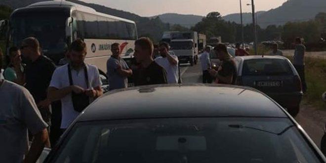 Горњи Милановац и поред жестоких полицијских претњи не одустаје од блокаде!