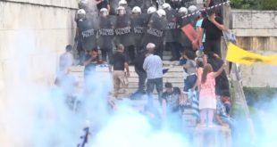 """""""Овде завршава Северна Македонија"""": Жестоки сукоби полиције и демонстраната у Грчкој (видео)"""