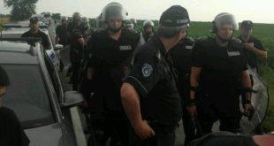 ВЕЛЕИЗДАЈНИК је послао полицијске батинаше на голорук народ! (фото) 7