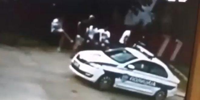 Видео снимак полицијске бруталности на блокади саобраћаја у Жупањцу (видео)