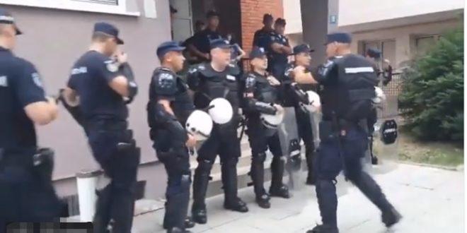 """Лазаревац: """"Ав, ав, керови, ђубрад!"""" (видео) 1"""