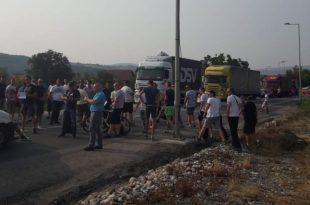 У Чачку пешаци блокирали путеве!