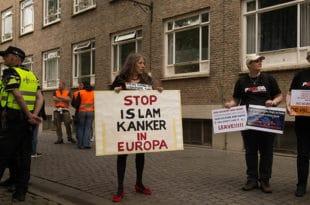 Холандија забранила ношење бурки - Десница: Затворићемо све џамије