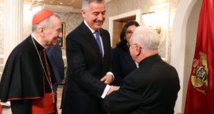 Црна Гора се окреће Ватикану и исламу, а насрће на Српску цркву 8
