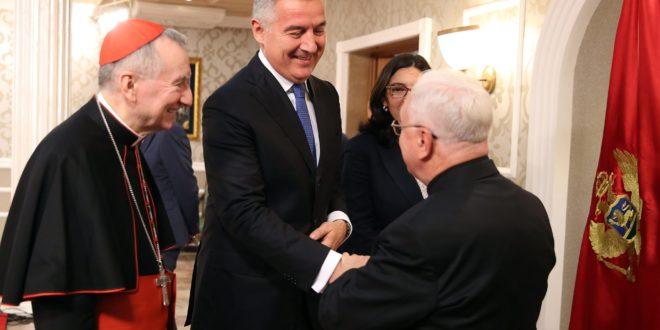Црна Гора се окреће Ватикану и исламу, а насрће на Српску цркву