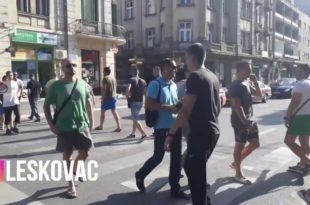 ПРОТЕСТИ Лесковац - блокада пешачког прелаза (видео)