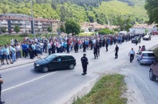 """Протест 700 малинара у Пријепољу, незадовољни ценом """"црвеног злата"""" 15"""