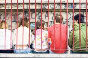 Јефтина дрога убија младе, све више малолетних дилера