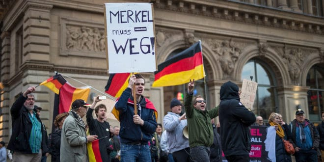 Меркел пада због мигрaната? 1
