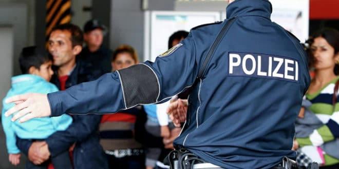 """Меркелова прихватила Зехоферов """"ултиматум"""" - Немачка пооштрава однос према мигрантима 1"""