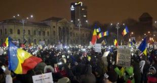 Протести у Румунији: Грађанима прекипело због корупције, упали у зграду Парламента (видео)