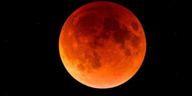 """""""Посластица"""" за астрономе - помрачење Месеца и близак Марс"""