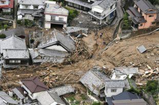 Јапан: Невреме однело више од 140 живота (видео)
