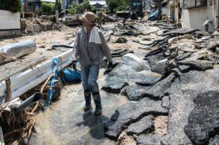 Страх од зараза у Јапану, у поплавама страдало преко 200 људи (видео)