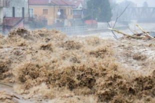 Бујица одсекла села, војска стигла у помоћ (видео)