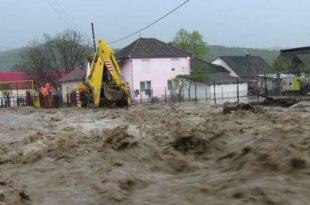 Потоп у Румунији: Вода уништава све пред собом, троје мртвих (видео)