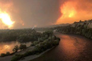 САД: Тренутно гори преко 60 огромних пожара (видео)