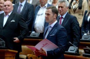 ДОКЛЕ ВИШЕ? Србија се ове године већ задужила МИЛИЈАРДУ евра! 3