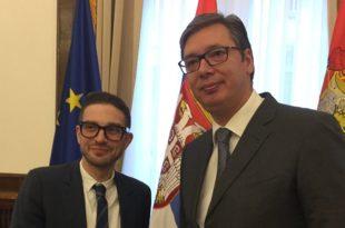 Вучић је једини политичар у Европи који и даље шири Сорошеву мигрантску пропаганду