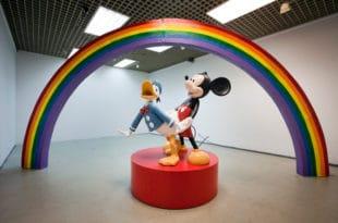 Мики Маус и даље гузи Пају Патка у Културно-информативном центру Србије у Паризу