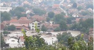 Катастрофалне поплаве у Жагубици, вода носи све пред собом (видео) 9