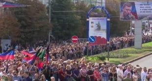 У Доњецку 120.000 људи испратило Александра Захарченка до Алеје Хероја (видео) 4