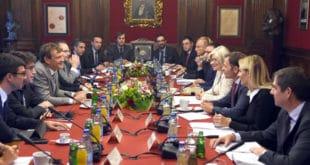 Економске убице почеле званичне разговоре са мисијом ММФ-а