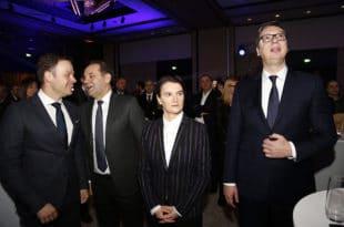 Почела је побуна против дахија у Србији: Јеб'о вас Вучић (видео)